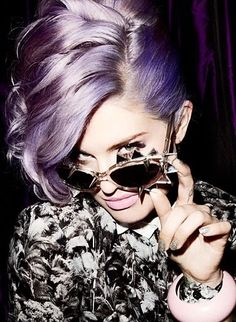 nail done, hair done, everything did. love Kelly Osbourne's hair, nails, makeup, glasses...