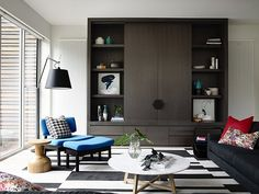 House & Apartment: ALH Resident, Excellent Home Redecoration by Mim Design. Stylish Living Place Design with Wooden Shelves Cozy Living Rooms, Apartment Living, Living Room Decor, Living Spaces, Cozy Apartment, Mim Design, Salons Cosy, Muebles Living, Living Comedor