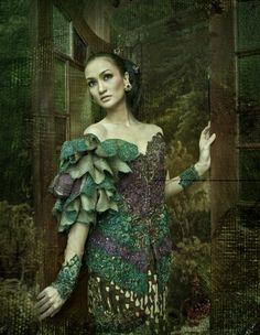 The Original Indonesia Clothing: Kebaya Modifikasi Anne Avantie Dengan Lengan Daun
