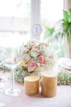 Golden Dream Hochzeitsinspiration von Lichterstaub-Fotografie. Zarte rosa und gold-Töne perfekt für eine DIY oder bunte Hochzeit. mit @farbgold, Felicitas Brunner, Hörl floral kreativ, Küss die Braut, Süße Werke und Magdalena Muttenthaler