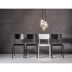 Strak en sfeervol, dat is deze eetstoel Bologna! #kwantum #woonkamer #eetkamer #lamp #lampen #behang #verlichting #stoelen #eetkamerstoelen #wooninspiratie