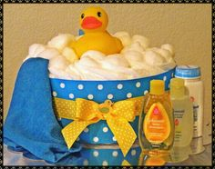 Blue and Yellow Rubber Duck Diaper Cake for a Rubber Duck Baby Shower Gift Idea Baby Shower Cakes, Regalo Baby Shower, Baby Shower Duck, Rubber Ducky Baby Shower, Baby Shower Diapers, Baby Shower Parties, Baby Shower Gifts, Baby Gifts, Baby Showers