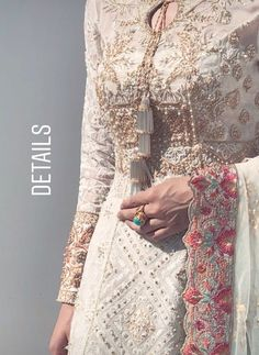 How To Wear The Clothes That Make You Look Your Best – Designer Fashion Tips Pakistani Dresses Casual, Pakistani Wedding Dresses, Indian Dresses, Indian Outfits, Bridal Dresses, Pakistani Couture, Pakistani Bridal Wear, Traditional Fashion, Traditional Dresses