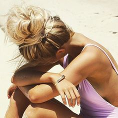 This perfect blonde messy bun