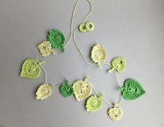 Decoração de Crochê em Folhas Guirlanda -  /  Crochet Garland of Sheets Hearts Format  Decoration -