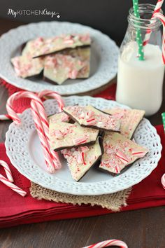 Only 5 ingredients and perfect for the holidays. This Easy Peppermint Bark will be a hit on your Christmas table.  Today I have a super simple recipe for you. One that everyone will be sure to love. The best part about this recipe, is it only takes 5 ingredients. Five. Isn't that awesome? For me that's …