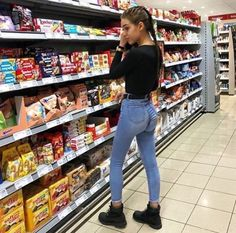 Rate this outfit from 10 Tumbrl Girls, Foto Casual, Instagram Pose, Girls Frontline, Sexy Jeans, Denim Jeans, Girls Jeans, Girl Photos, Ideias Fashion
