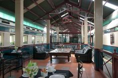 Train Lodge, Cape Town, railway carriage accommodation and platform cafe