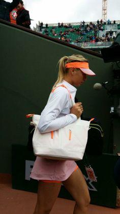Even Maria Sharapova's tote gets a pop of color. #RG14  ©FFT