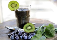 I like to kick start my day with this delicious, quick to make and healthy blueberry and kiwi smoothie for breakfast. Kiwi Smoothie, Oatmeal Smoothies, Yummy Smoothies, Breakfast Smoothies, Forest Festival, Fresh Dates, Blueberry Oatmeal, Nutrition, Beetroot