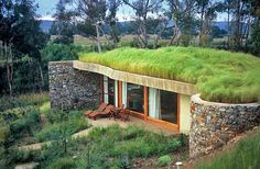Zelená strecha Green Architecture, Sustainable Architecture, Residential Architecture, Contemporary Architecture, Building Green Homes, Eco Construction, Earth Sheltered Homes, Earthship Home, Hillside House