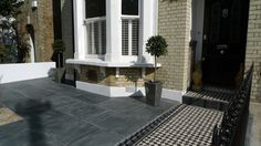 Small terraced house front garden ideas - Many make mistakes when they adopts new terrace. Victorian Front Garden, Victorian Front Doors, Victorian Gardens, Victorian Terrace, Victorian Homes, Victorian Windows, Victorian Decor, Front Path, Garden Paving