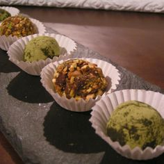 Receta de trufas de chocolate con te matcha o con pistachos Matcha, Muffin, Breakfast, Food, Pistachio, Chocolate Truffles, Deserts, Cooking, Morning Coffee