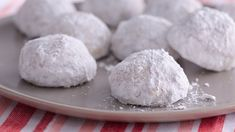 Easiest Ever Russian Tea Cakes From: Pillsbury Recipes Bake up a batch of holiday classics with an easy recipe that starts with Pillsbury® refrigerated sugar cookies. Eating Raw Cookie Dough, Sugar Cookie Dough, Sugar Cookies, Cake Cookies, Sandwich Cookies, Russian Tea Cookies, Russian Tea Cake, Holiday Baking, Christmas Baking
