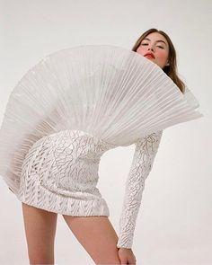 Grace Elizabeth wearing Balmain RTW by Theresa Marx for CR Fashion Book High Fashion, Fashion Beauty, Luxury Fashion, Fashion Show, Fashion Outfits, Fashion Trends, Balmain, Structured Fashion, Madrid