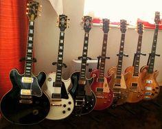 Collection of friend Mike Navarro…not too shabby eh? #electricguitar #guitars #guitar #guitarist #guitarra #guitarporn #gibson #gibsonguitars #rock #lespaul #guutarstoriesusa