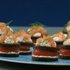 Lachs Petit Fours Lachs Petit Fours The post Lachs Petit Fours appeared first on Fingerfood Rezepte. Gourmet Sandwiches, Healthy Sandwiches, Sandwiches For Lunch, Turkey Sandwiches, Tapas, Cold Finger Foods, Sandwich Fillings, Snacks Für Party, Food And Drink