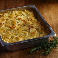 Ένα σουφλέ πατάτας σκέτη τρέλα  Δεν θέλει πολλά για να φτιάξετε αυτό το λαχταριστό σουφλέ με πατάτες, που θα σας «στοιχειώσει» για καιρό. . Greek Recipes, Desert Recipes, Veggie Recipes, Fun Cooking, Cooking Recipes, No Cook Desserts, Casserole Recipes, Macaroni And Cheese, Side Dishes