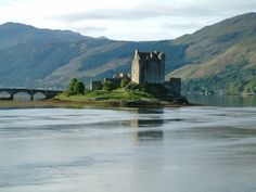 Must See Castles in Scotland including Edinburgh Castle, Stuart Castle, Glamis Castle and Eilean Donan Castle.