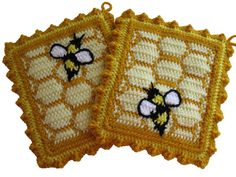 Honeycomb Potholders with Honey Bees in Bea's memory? wish I had the pattern