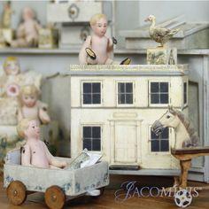 Miniature dollhouse nursery ideas Toy Theatre, Modern Dollhouse, Needlepoint Kits, Toys Shop, Miniature Furniture, Miniture Things, Dollhouses, Vignettes, Vintage Toys