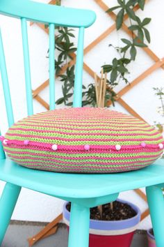 According to Matt...: Free pattern for Spiral Cushion