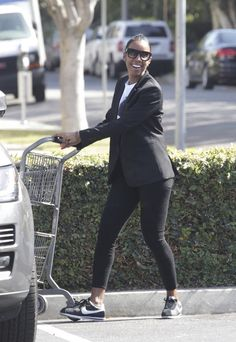 Kelly Rowland from The Big Picture: Today's Hot Pics The singer tends to her er…, – tennis shoe outfit winter Kelly Rowland Style, Miss Kelly, Tennis Shoes Outfit, Converse, Adidas Outfit, Work Looks, Famous Women, Classy Outfits, Sneakers Fashion