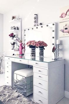 24 Makeup Vanity Table Designs to Decorate Your Home ★ Glam Modern Vanity Table Designs picture 2 ★ See more: http://glaminati.com/makeup-vanity/ #makeup #makeupvanity #makeupvanitytable