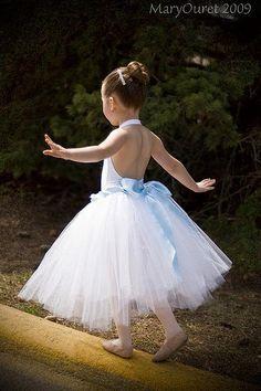 ballerina www.theworlddances.com/ #littleballerinas #tutucute #dance