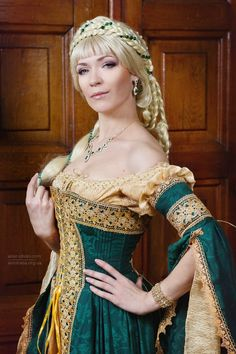Costumes: Dresses & Gowns – Courtesan dress by DressArtMystery on Etsy Renaissance Mode, Renaissance Fair Costume, Medieval Costume, Renaissance Fashion, Renaissance Clothing, Medieval Dress, Italian Renaissance Dress, Renaissance Wedding, Ideas For Photoshoots