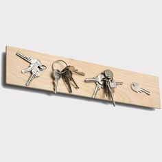 Between a mounting plate made of galvanized steel sheet and plate made of spruce conceals strong magnets. This also keeps the heavy bunch of keys. Without decoration. Dm Online Shop, Magnetic Key Holder, Key Rack, Home Organization, Decoration, Home Accessories, Home Goods, Diy Projects, Fancy