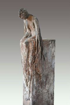 Sculpture like this can be created using Powertex, Stone Art clay and fabric sculpture with Powertex. Sculptures Céramiques, Art Sculpture, Pottery Sculpture, Ceramic Figures, Ceramic Art, Art Object, Art Plastique, Oeuvre D'art, Clay Art