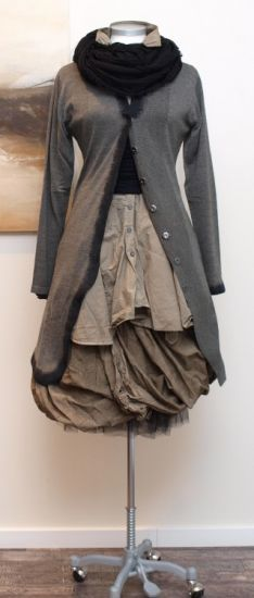 rundholz black label - Longbluse Wire herbs - Winter 2013. Scarf over top-buttoned sweater.