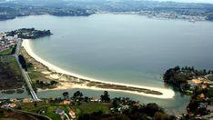 La Playa Grande de Miño, en la provincia de A Coruña, fue elegida como mejor playa española de 2012, lo que hace que el municipio sea uno de los más visitados por los amantes de las playas.