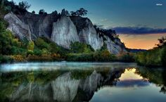 Mountain reflection in the water HD Wallpaper