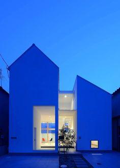 House of Eirakusou is a minimalist residence located in Osaka, Japan, designed…