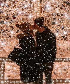 Credit Lovely couple under the snow ❤❤❤ Good night all 🌙🌙🌙 Christmas Couple, Christmas Mood, Christmas Pictures, Christmas Lights, Xmas, Christmas Trees, Christmas Stockings, Christmas Decorations, Cute Couples Photos