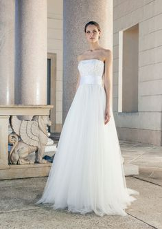 Shoulder-Free Wedding Dress with belt and tulle skirt by Giuseppe Papini