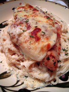 Tavern Chicken - marinated chicken with melted cheese and fettucine alfredo. Great Recipes, Favorite Recipes, Dinner Recipes, Family Recipes, Yummy Recipes, Dinner Ideas, Fettucine Alfredo, Alfredo Sauce, Pasta Alfredo