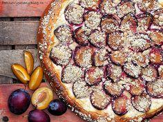 Koláč s tvarohem a švestkama, Pie with curd and plumps www. Czech Recipes, Plum, French Toast, Sweets, Baking, Fruit, Breakfast, Cake, Czech Food