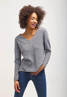 ONLY ONLTESSA - Sweter - light grey melange za 84,5 zł (01.08.16) zamów bezpłatnie na Zalando.pl.