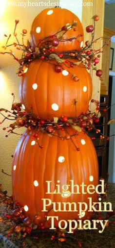 Halloween/Thanksgiving - DIY Pumpkin Topiary with Lights: My Heart's Desire. Fete Halloween, Holidays Halloween, Halloween Crafts, Halloween Stuff, Halloween Ideas, Happy Halloween, Halloween Goodies, Homemade Halloween, Costume Halloween