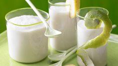 Superfresh in den Tag starten: Kokos-Bananen-Smoothie mit Cranberrys | http://eatsmarter.de/rezepte/kokos-bananen-smoothie#recipe-tabs