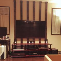 Diy Tv, Wall Shelves, Home Goods, Diy And Crafts, Layout, Interior Design, Living Room, House, Furniture