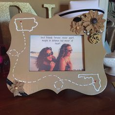 DIY best friends long distance picture frame More (diy friend gift bffs) Graduation Gifts For Friends, Presents For Best Friends, Diy Gifts For Friends, Bff Gifts, Best Friend Gifts, Cute Gifts, Friend Crafts, Graduation Presents, College Graduation