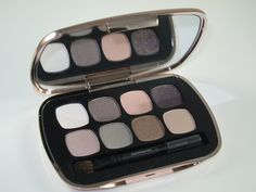 Bare Minerals the Posh Neutrals Ready Eye shadow Palette I have this one its my go to pallet for that natural eye look. Grey Eyeshadow, Makeup Eyeshadow Palette, How To Apply Eyeshadow, Eye Palette, Eye Makeup, All Things Beauty, Beauty Make Up, Bare Minerals Eyeshadow, Benefit Cosmetics