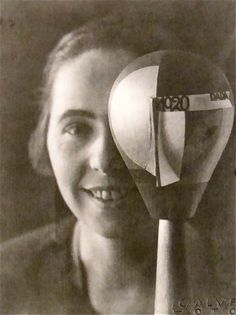 Sophie Taeuber-Arp Ascona 1925 I didn't know much about Sophie Taeuber-Arp until a few months ago. Of course, we all love . Dada Art, Design Movements, People Of Interest, Portraits, Great Women, Edwardian Era, Art Studios, Art History, Sculptures