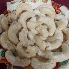 Kipróbált Vaníliás kifli (gluténmentes) recept a sütnijó.hu-n. A sütnijó.hu-n több száz kipróbált sütemény receptből válogathatsz, és te is felöltheted kedvenc süteményed. Diabetic Recipes, Diet Recipes, Healthy Recipes, Healthy Food, Paleo, Keto, Hungarian Recipes, Bakery, Stuffed Mushrooms