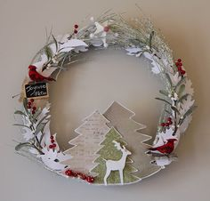 couronne d'hiver Paper Christmas Ornaments, Xmas Wreaths, Noel Christmas, Christmas Crafts, Theme Noel, Family Crafts, Craft Night, Diy Weihnachten, Xmas Decorations