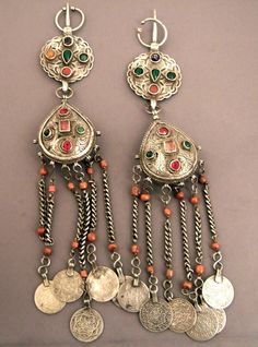 Africa | A splendid pair fibules from Morocco | Silver, coral, old coins and glass paste. | ca. late 19th century | For collectors ... museum quality... 1500€